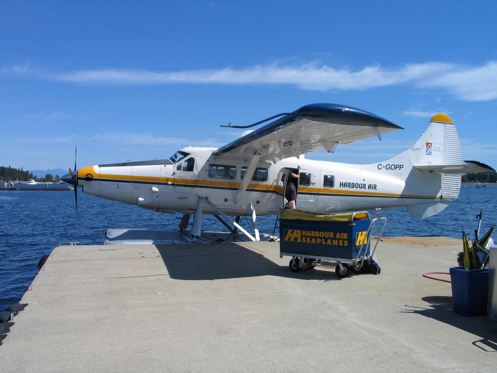 ハーバーエアーの水上飛行機。約20人乗りです。夏はいいですが、冬は良く揺れるそうです。