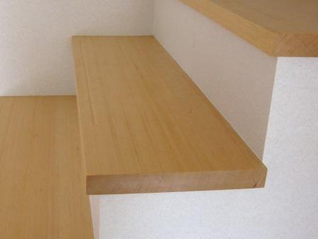 カナダツガ柾目階段材