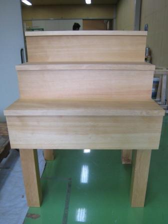 カナダツガ無垢材でつくった柾目階段材です。8月28日、29日に東京ビッグサイトで行われるジャパン建材フェアに出展します。