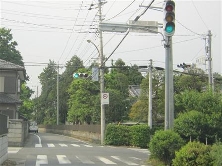 高尾2丁目信号を鴻巣方面へ右折してください