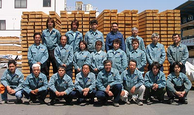 木村木材工業モノづくり南工場社員一同です。皆様のご注文を心からお待ちしております。