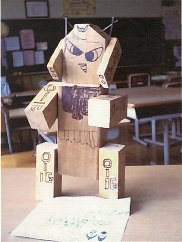 鴻巣南小学校4年生の皆さんの作品です。私たちが想像した以上によく作っていただきました。自分の小学生時代にはこんなに立派なものは作れませんでした。