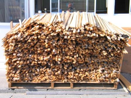 赤松の「スジ」です。薪ストーブの焚きつけ用の木材として使いたい方、ご連絡ください