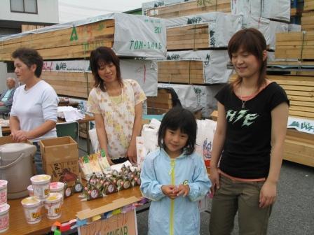 屋台風につくった模擬店も人気でした。